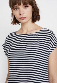 TOM TAILOR DENIM - SPORTY BLOUSE - Bluse - dark blue/white - 4