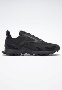 Reebok - AT CRAZE 2.0 FOUNDATION - Zapatillas de trail running - black/grey - 5