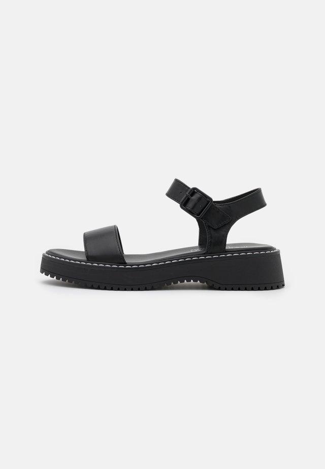 HARIS - Sandalen met plateauzool - black