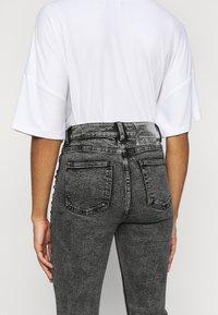 ONLY Petite - ONLWILD EMILY ANJEA - Jeans Skinny Fit - grey denim - 3