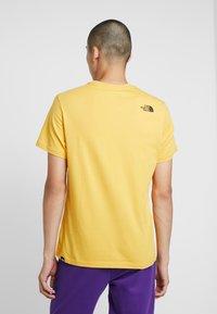 The North Face - FINE TEE - Triko spotiskem - yellow - 2
