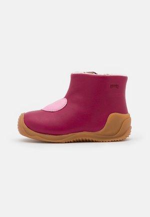 TWS - Baby shoes - beere