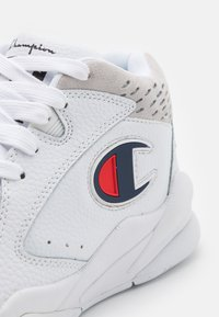 Champion - MID CUT SHOE ZONE  - Basketball shoes - white - 5