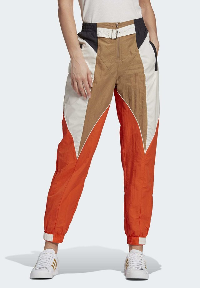 Paolina Russo - Pantalones deportivos - chalk white/energy orange/cardboard