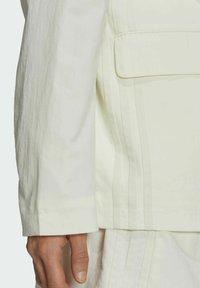 adidas Originals - TENNIS LUXE BLAZER ORIGINALS JACKET - Blazer - off white - 5