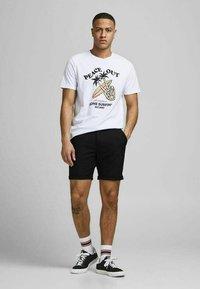 Jack & Jones PREMIUM - JJICONNOR - Shorts - black 2 - 1