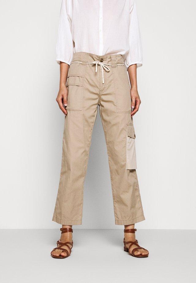 PAULA - Cargo trousers - clay