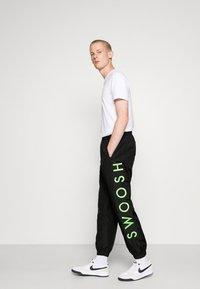 Nike Sportswear - PANT - Tracksuit bottoms - black/green - 3