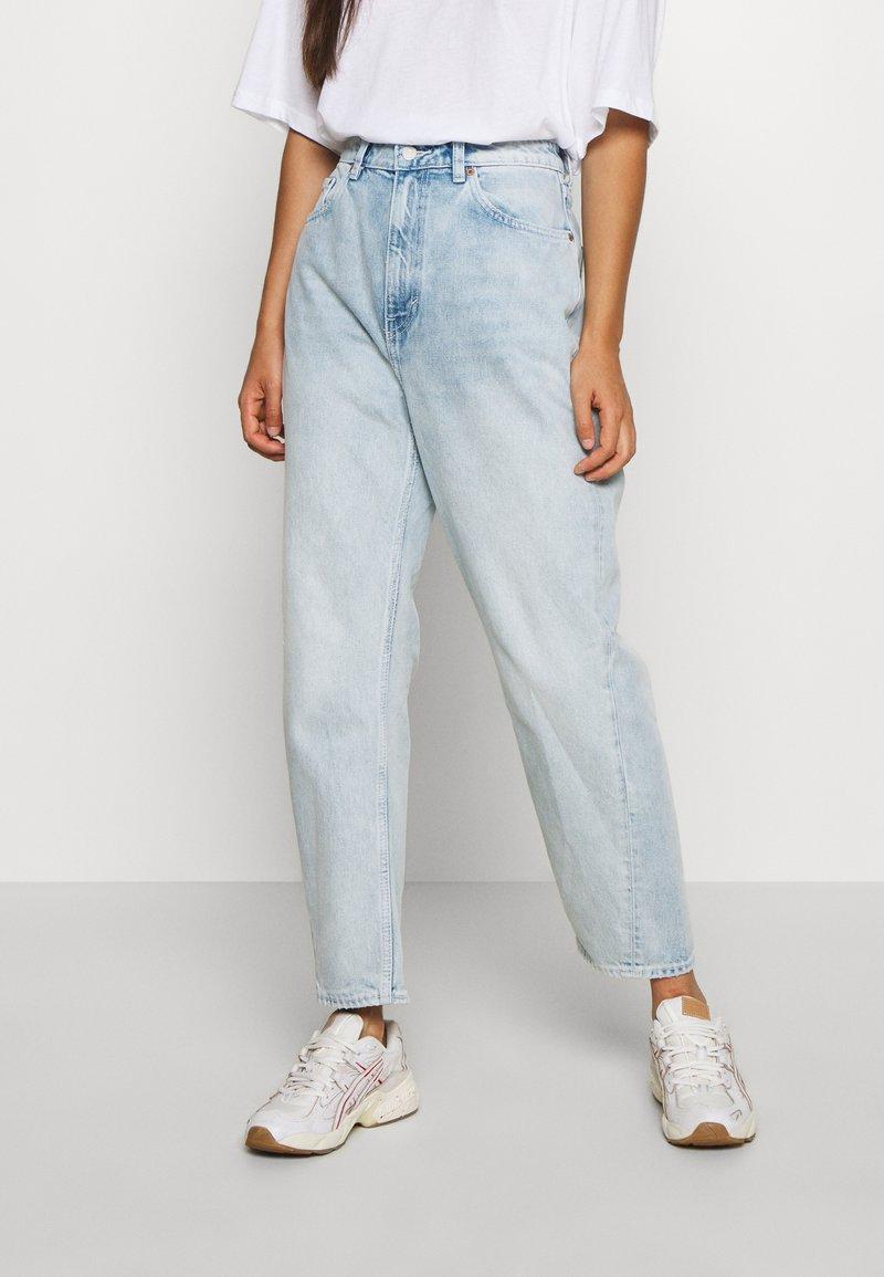 Weekday - MEG HIGH MOM WASHED BACK - Jeans straight leg - morning blue