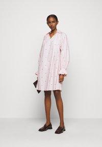 Victoria Victoria Beckham - LIPS PRAIRIE DRESS - Day dress - pink - 1