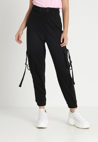Missguided - SEAT BELT CARGO TROUSER - Reisitaskuhousut - black - 0
