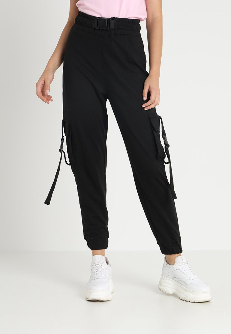 Missguided - SEAT BELT CARGO TROUSER - Reisitaskuhousut - black