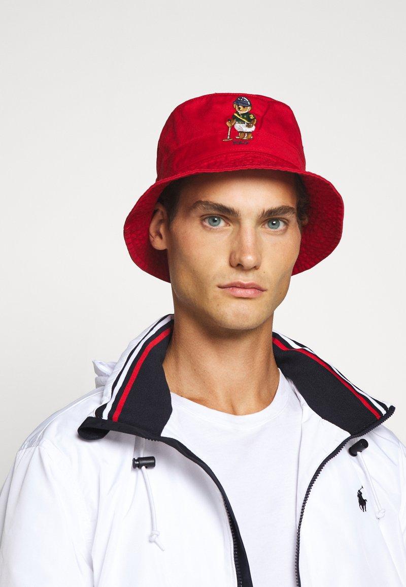 Polo Ralph Lauren - BUCKET HAT BEAR - Hut - red
