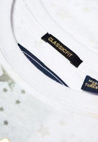 Superdry - Print T-shirt - white - 4