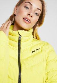 Ziener - TALMA LADY - Kurtka narciarska - yellow power - 4