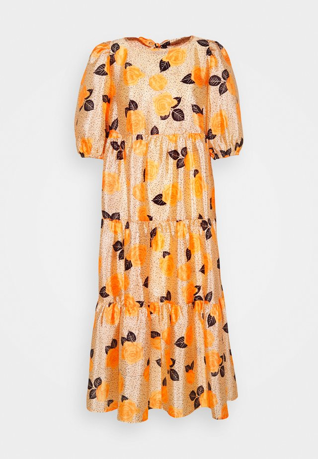 AKIACRAS DRESS - Vapaa-ajan mekko - apricot/orange