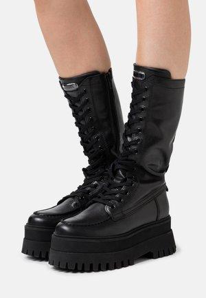 GROOVY CHUNKY - Platform boots - black