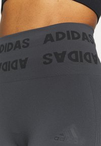 adidas Performance - AEROKNIT 7/8 T TRAINING WORKOUT DESIGNED4TRAINING PRIMEGREEN LEGGINGS FITTED - Tights - solid grey - 3