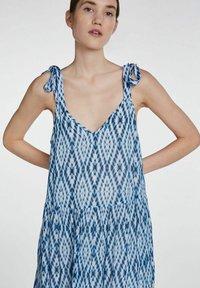 SET - MIT TIE-DYE PRINT - Maxi dress - white blue - 5