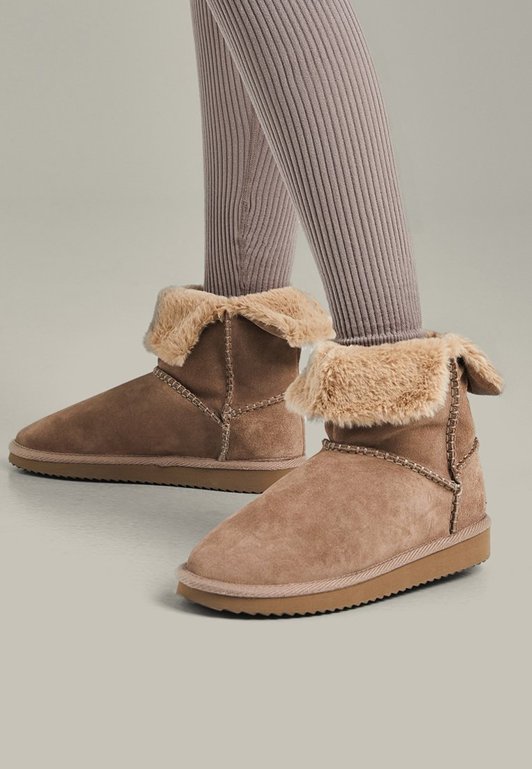 OYSHO - Classic ankle boots - brown