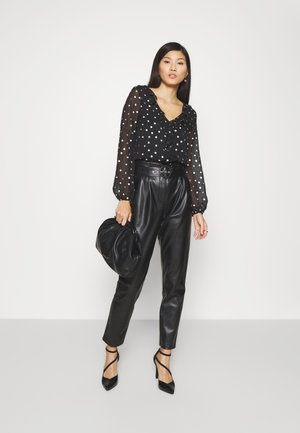 SPOT RUFFLE TOP - Blouse - black