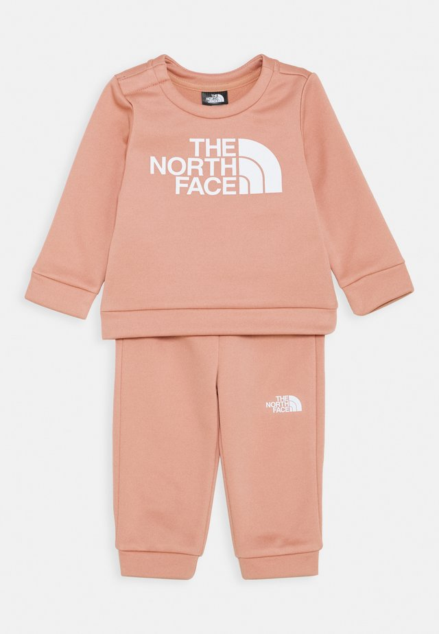 INFANT SURGENT CREW SET UNISEX - Chándal - pink clay