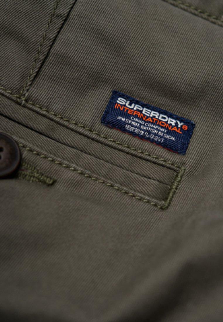 Superdry INTERNATIONAL RECRUIT GRIP  - Pantalon cargo - green