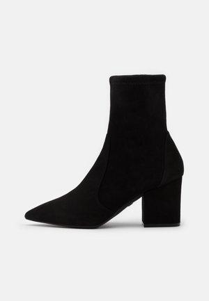 VERNELL - Korte laarzen - black
