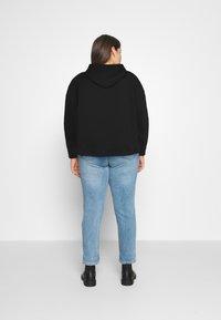 Levi's® Plus - GRAPHIC HOODIE - Sweater - black - 2