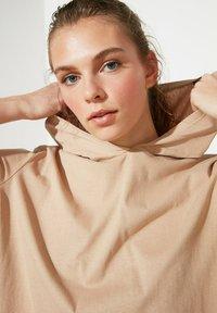 Trendyol - Basic T-shirt - brown - 4