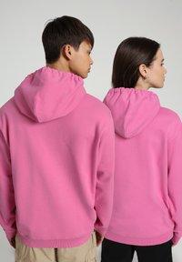 Napapijri - B-BOX HOODIE - Luvtröja - pink super - 3