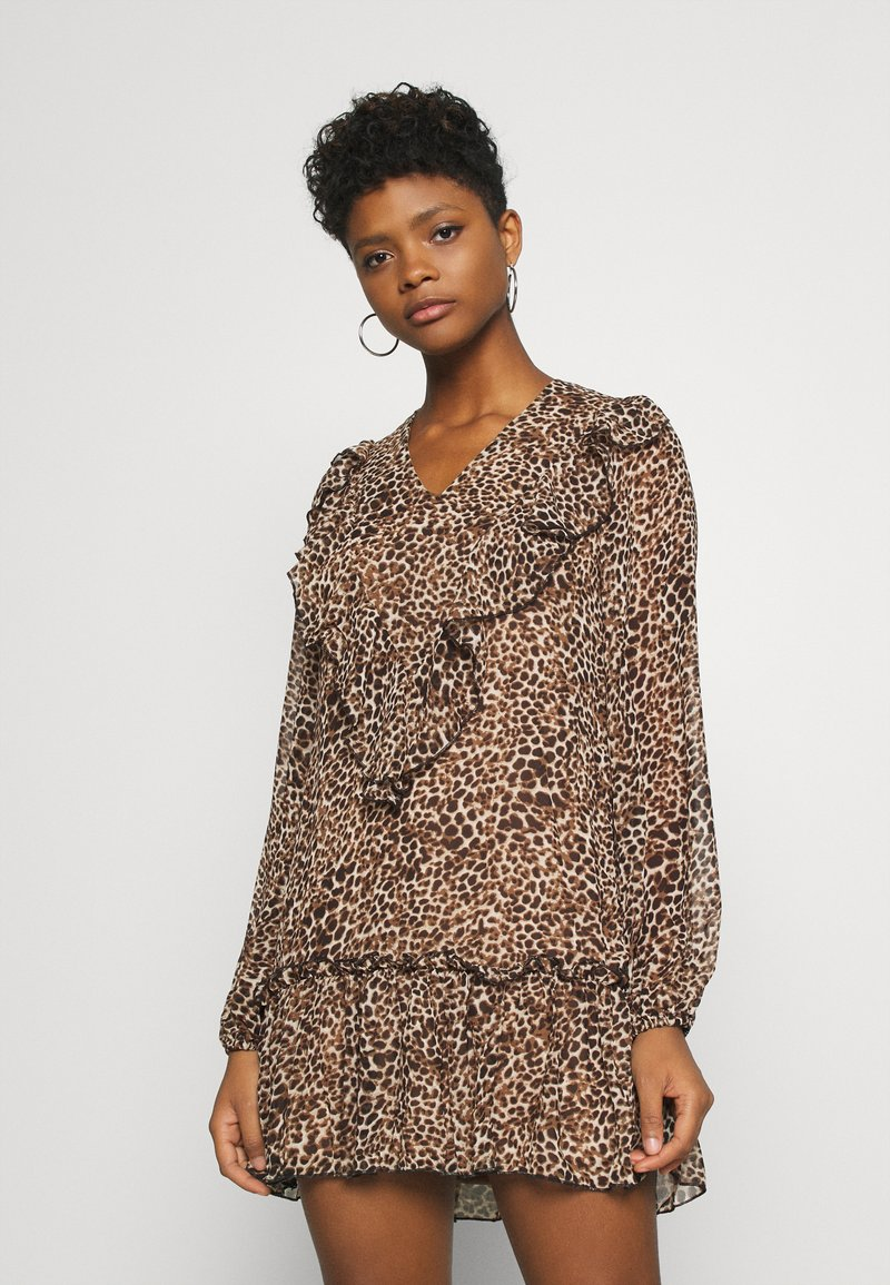 Missguided - NECK FRILL DETAIL SMOCK DRESS LEOPARD - Day dress - stone