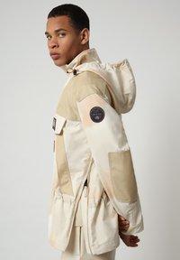 Napapijri - SKIDOO AIRBRUSH CAMO - Summer jacket - beige camou - 3
