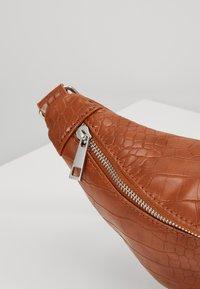 Pieces - Bum bag - cognac - 6