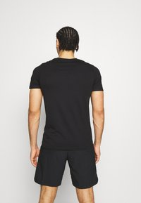 Jack & Jones Performance - JCOZ SPORT LOGO TEE 2 PACK - T-shirt med print - black/forest night - 3