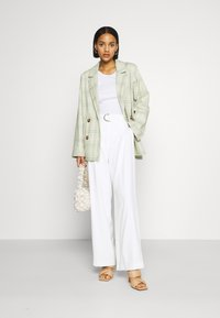 Forever New - BIANCA WIDE LEG BELTED PANTS - Trousers - porcelain - 1