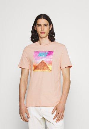 TEE FESTIVAL PHOTO - T-shirt med print - arctic orange