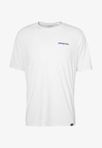 CAP COOL DAILY GRAPHIC - Print T-shirt - white