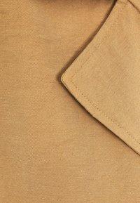 Bershka - MIT GÜRTEL - Summer jacket - ochre - 4