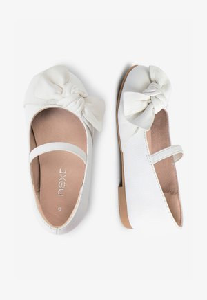 WHITE LEATHER BOW BALLET SHOES (YOUNGER) - Baleríny s páskem - white