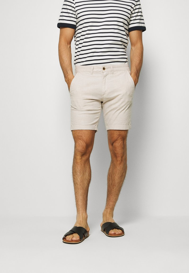 Jack & Jones - JJILINEN JJCHINO - Shorts - beige