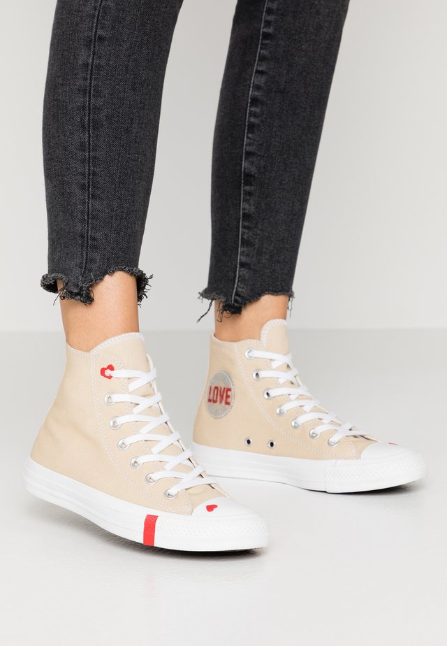CHUCK TAYLOR ALL STAR - High-top trainers - desert ore/university red/white