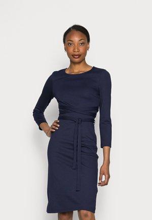 WRAP PUNTO MINI QUARTER SLEEVES DRESS - Robe en jersey - dark blue
