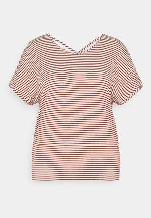CARALLIE IN ONE TEE - Camiseta estampada - arabian spice/cloud dancer