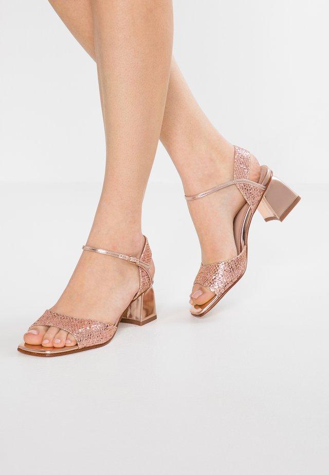 Sandalias - cobre