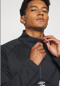 Umbro - MID LAYER - Sweatshirt - black - 3