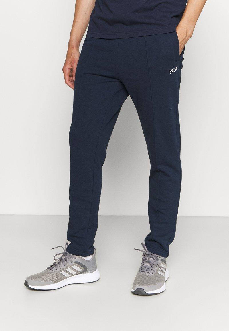 Fila - ORSON PANTS - Teplákové kalhoty - black iris