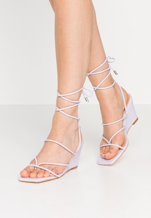 STRAPPY WEDGE - Flip Flops - lilac