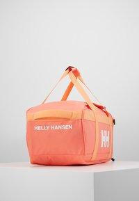 Helly Hansen - SCOUT DUFFEL S - Sportstasker - living coral - 4