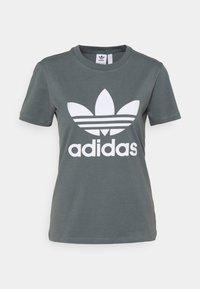 TREFOIL TEE - T-shirts med print - blue oxide